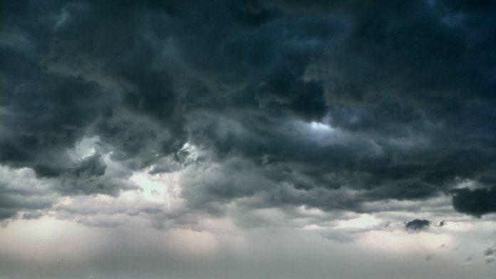 Аллах опрокинул селение народа пророка Лута вверх дном и пролил на них каменный дождь из глины