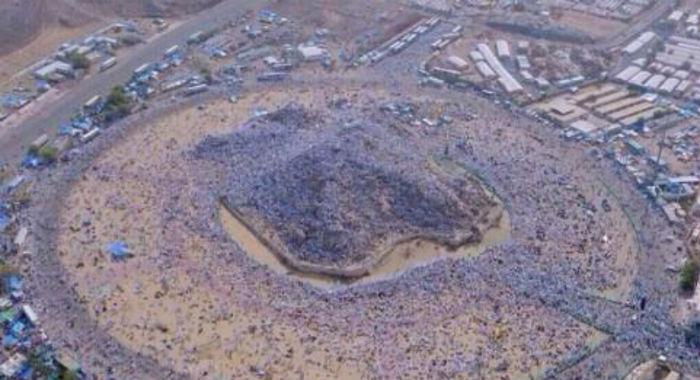 Гора Арафат, где паломники пребывают во время хаджа