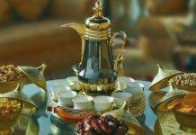 Финики и вода, которыми желательно разговляться в пост дня Ашура