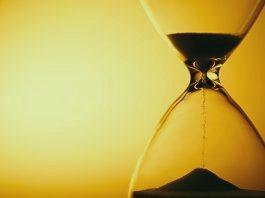 Песочные часы как олицетворение терпения Айюба